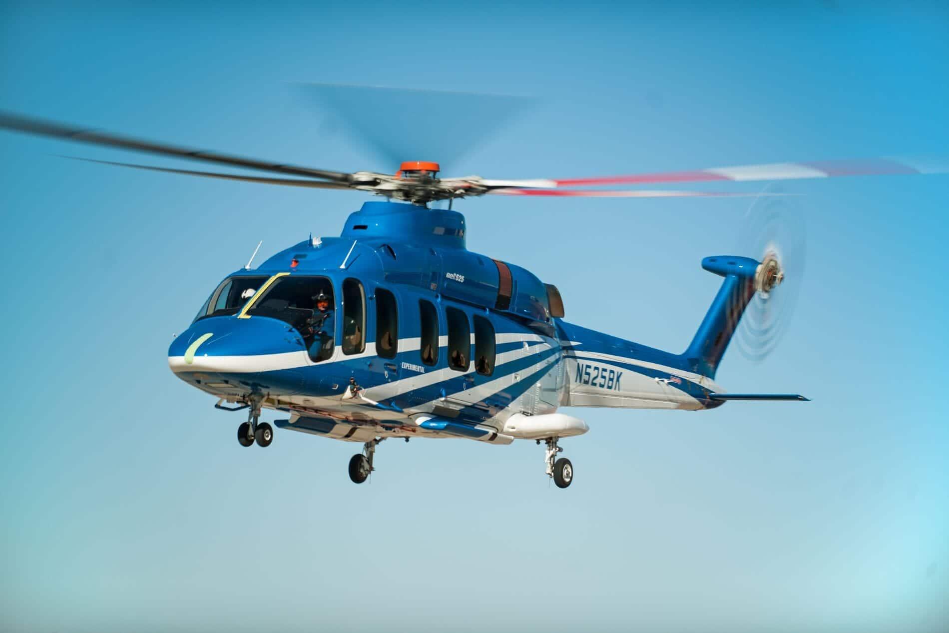Bell 525 en vol devant un ciel bleu