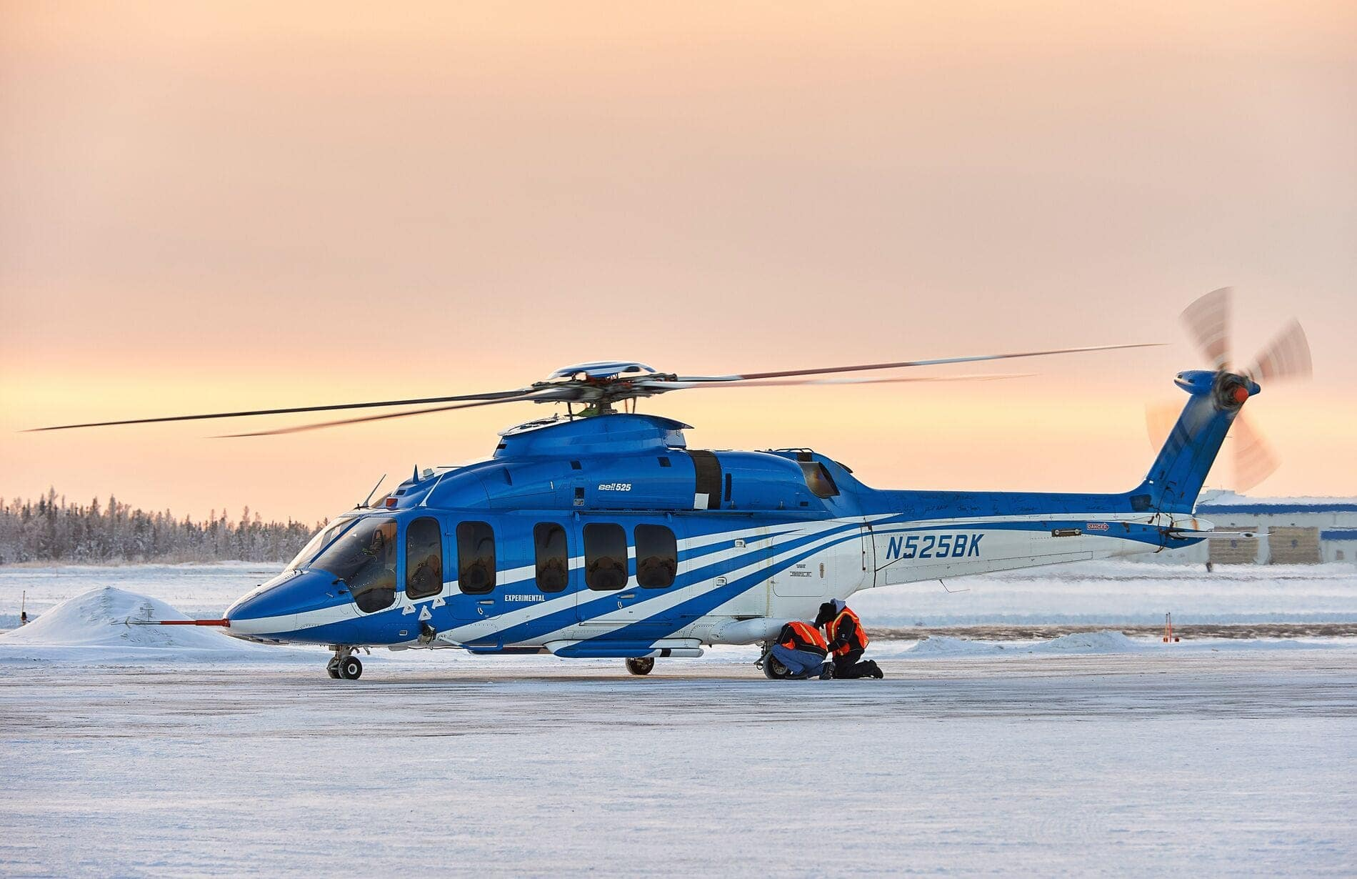 Bell 525 posé au coucher du soleil