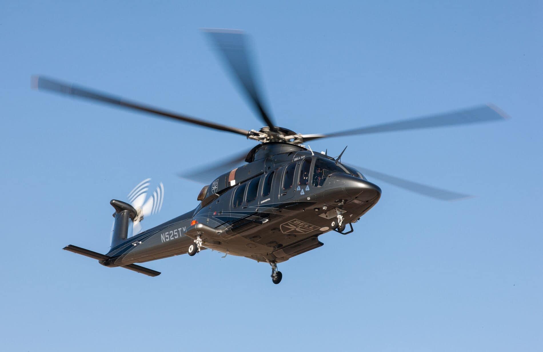 Bell 525 en vol et vue de trois quart avec ciel bleu