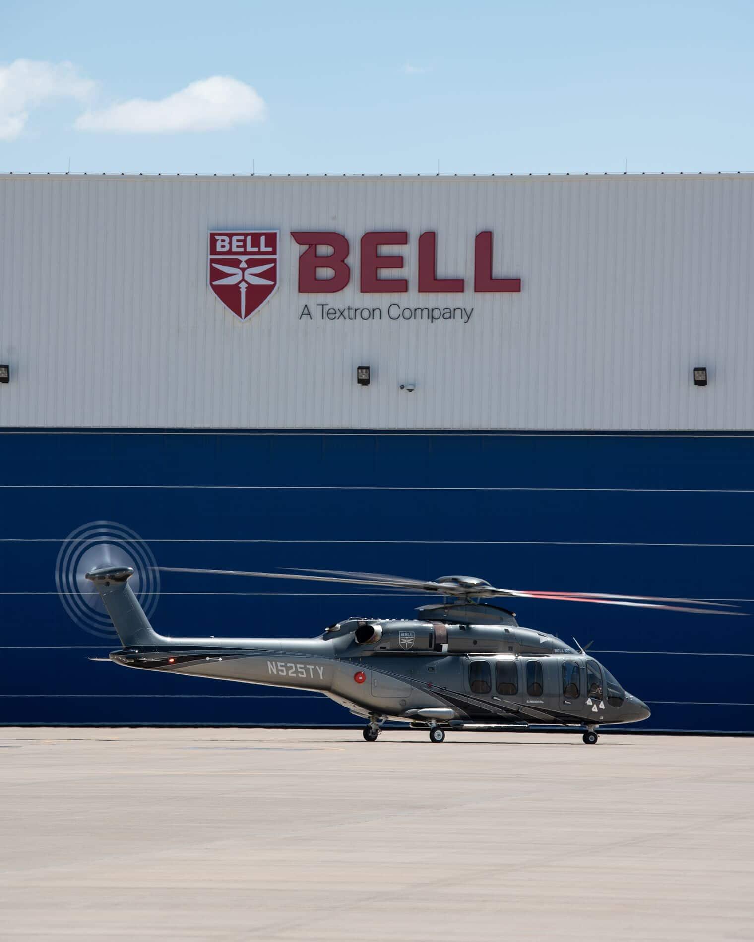 Bell 525 posé devant l'usine Bell