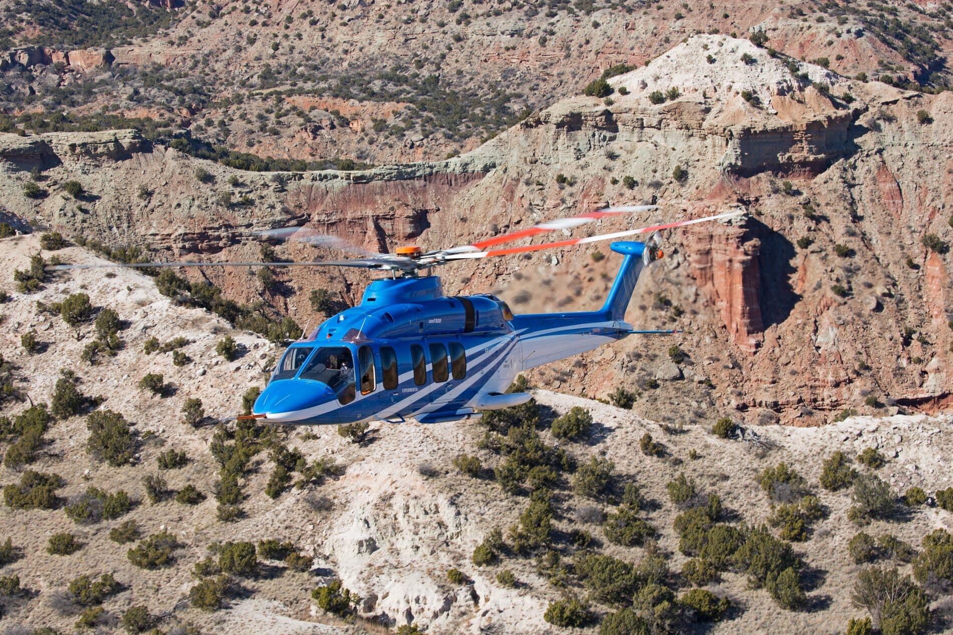 Bell 525 au dessus des montagnes désertiques 2 - Hero